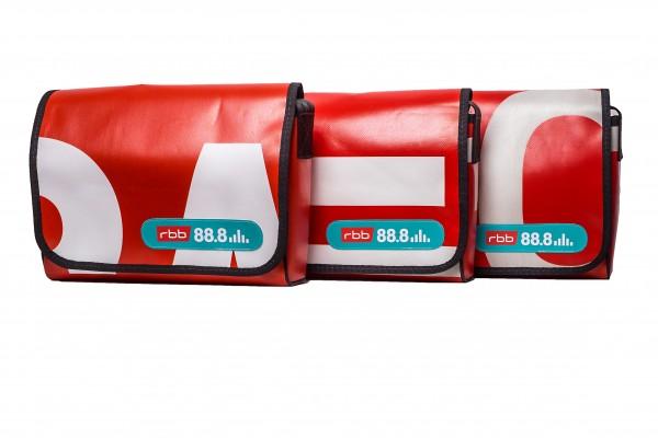 rbb 88,8 Retro-Tasche aus original Bannern